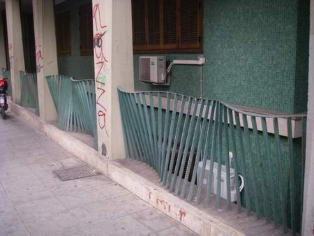Bending fence