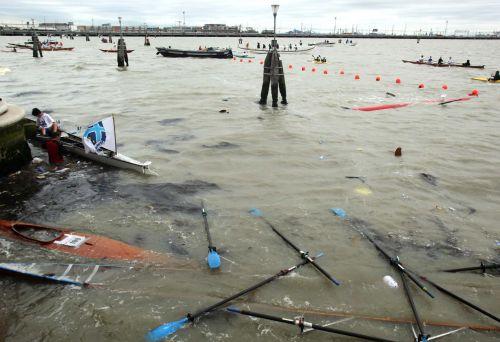 Vogalonga sunk and capsized boats at Cannaregio (press photo)