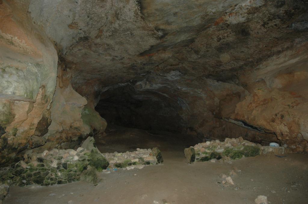 Nuraghe Serbissa - cave