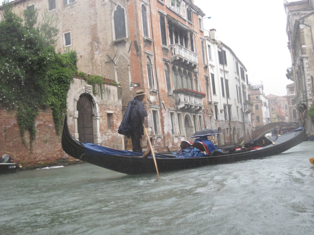 Gondola under the rain - 3