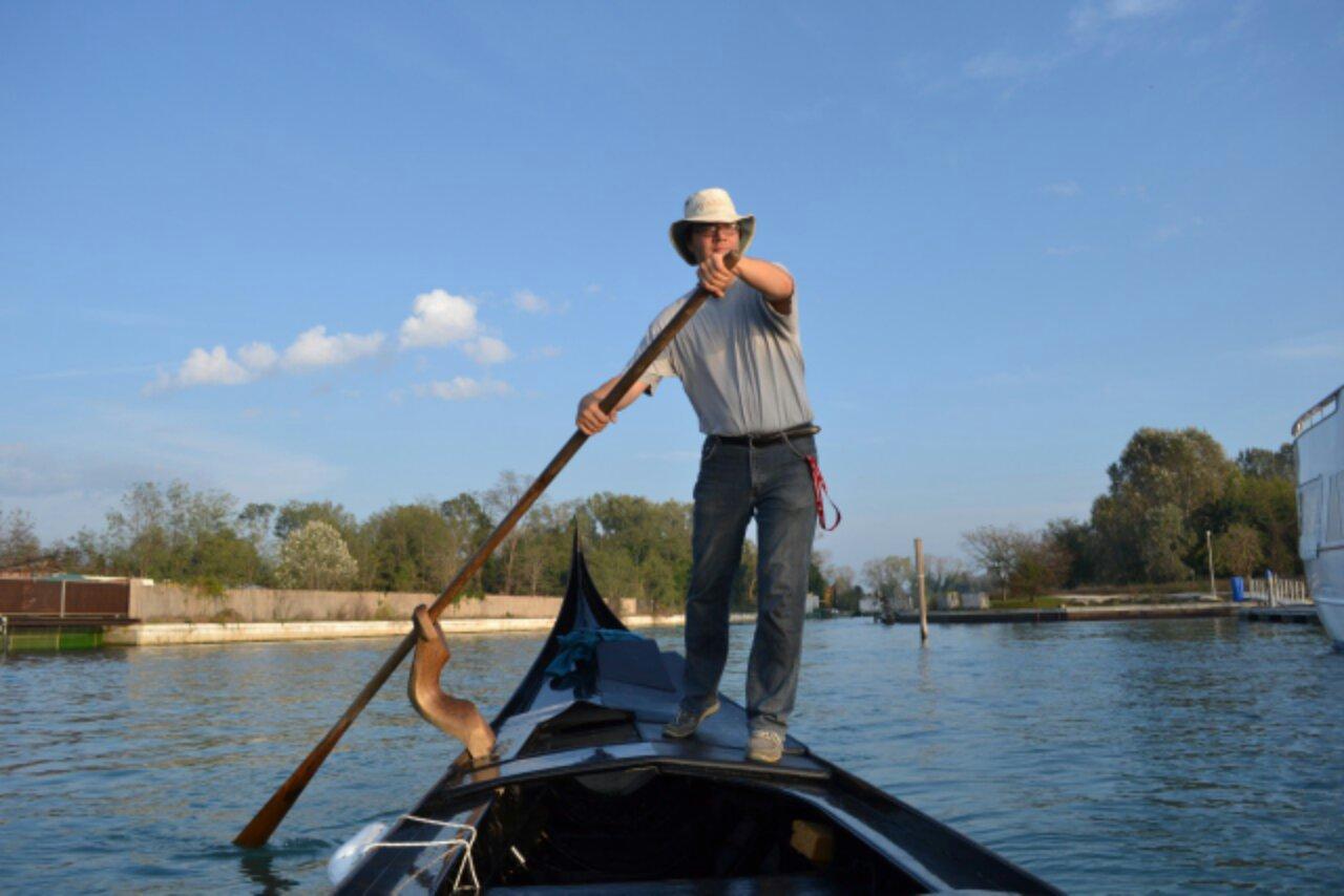 Winter project: rowing a gondola